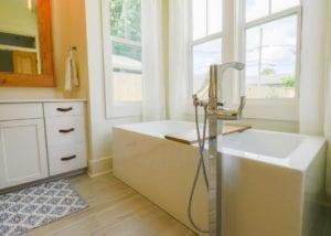 Rio Vista bathtub, Bathrooms