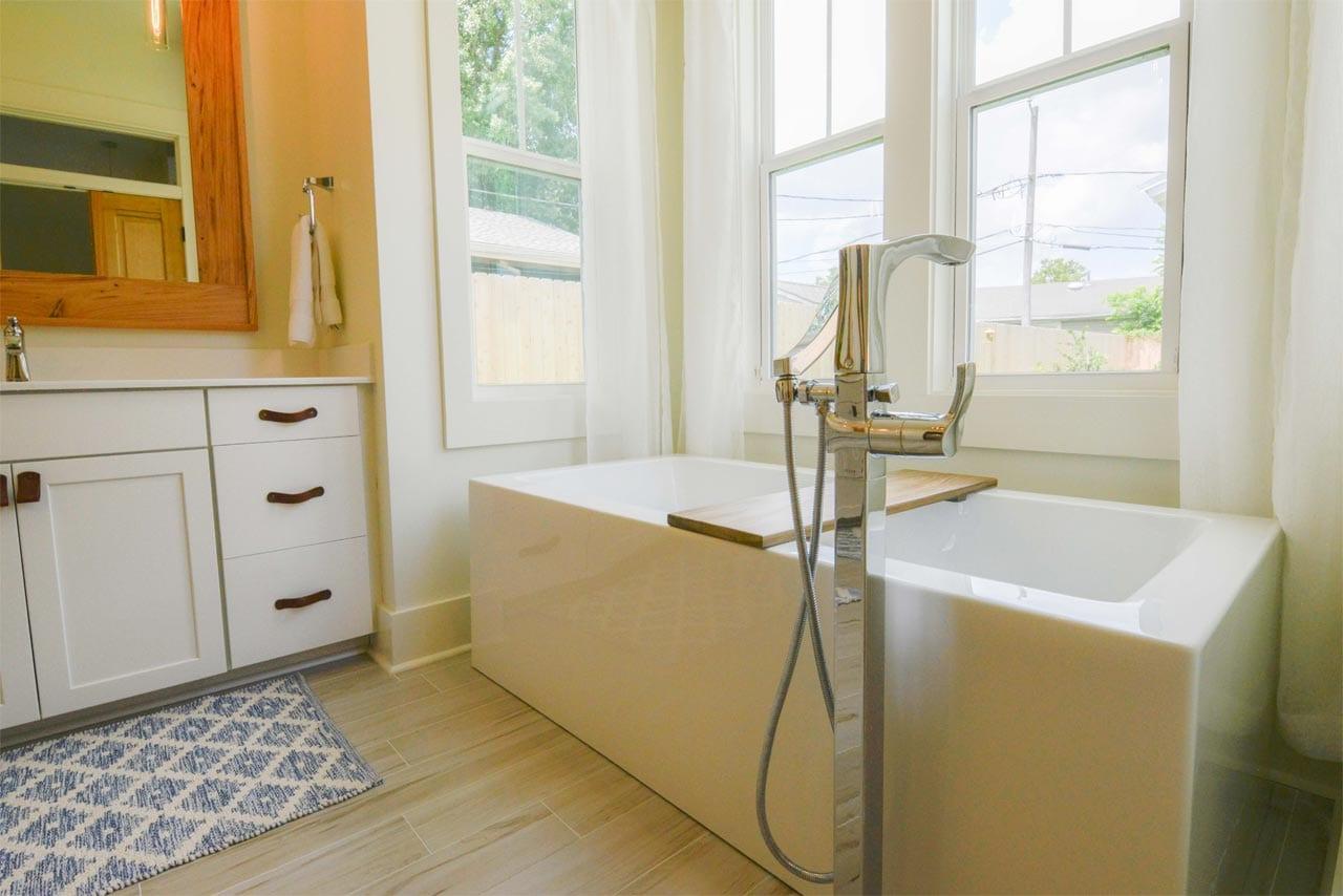 Rio Vista bathtub